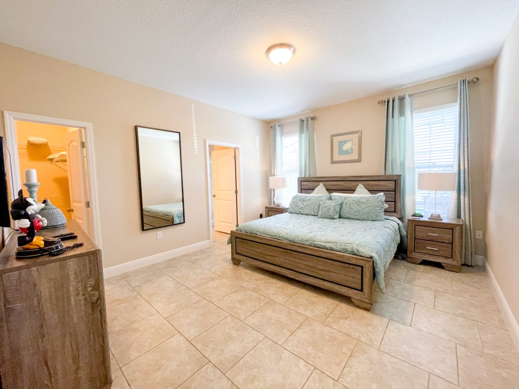 """Bedroom 1 - King bed, private 32""""  TV (Roku), walk in closet, en suite bathroom with private access to pool"""
