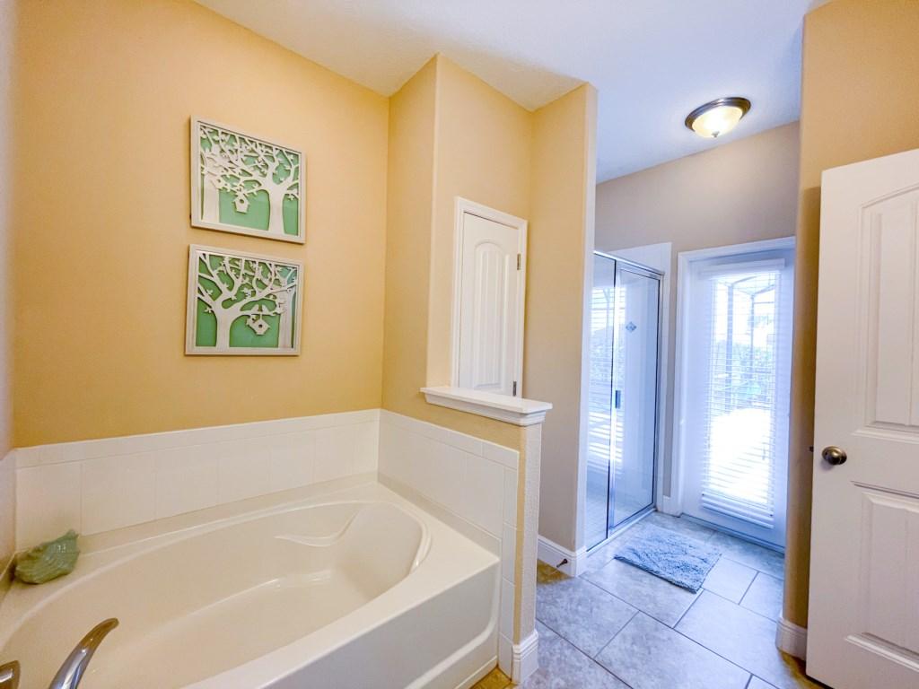 Bathroom 1 - En suite bathroom with tub, walk in shower, double sinks, toilet corner, private access to pool