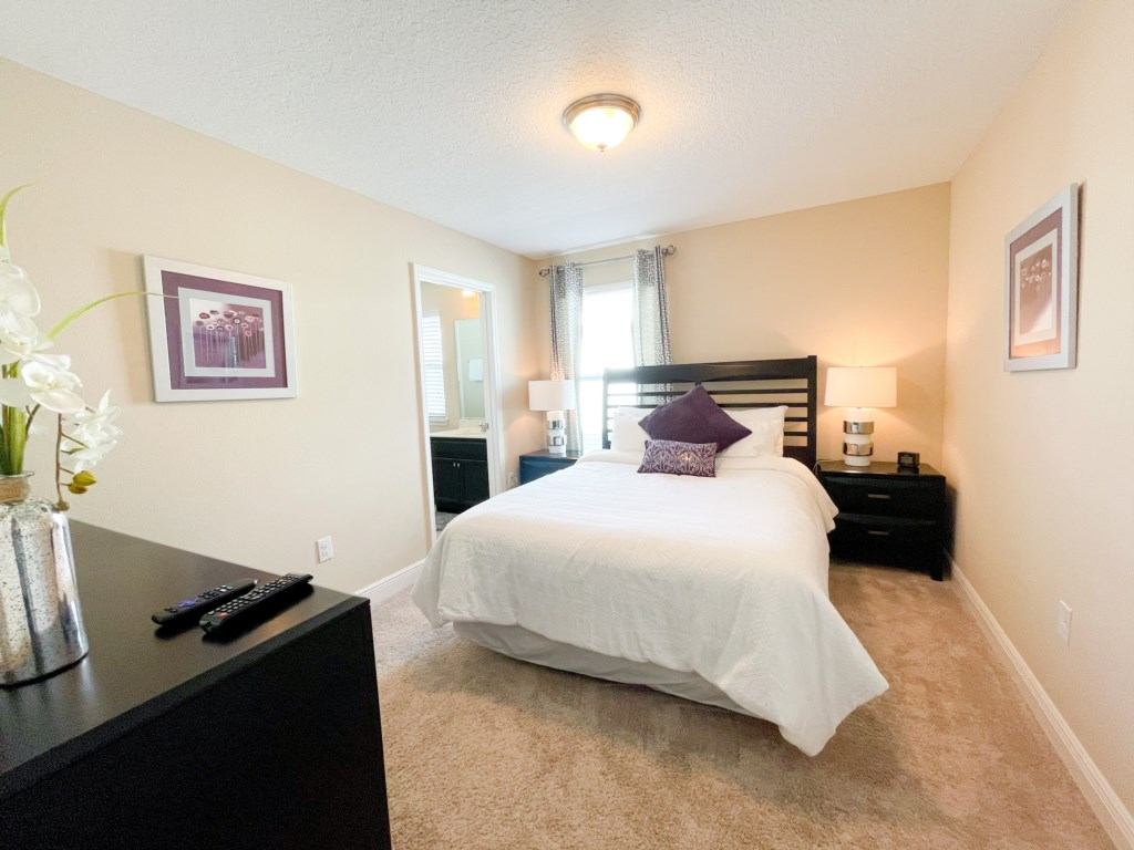 "Bedroom 3 - Queen bed, private 32"" TV (Roku), Jack n Jill bathroom"