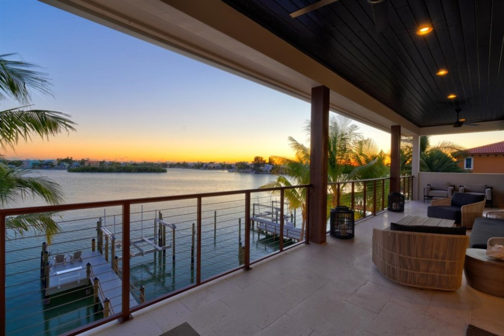 007-Balcony View.jpg