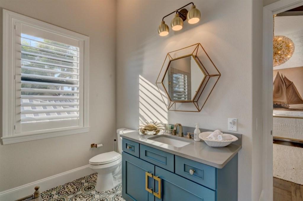 035-Bathroom.jpg