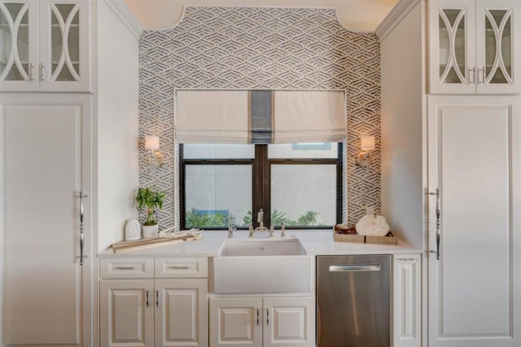 043-Kitchen.jpg