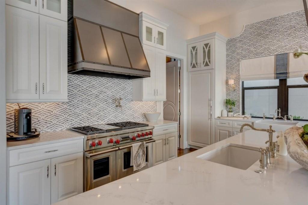 046-Kitchen.jpg