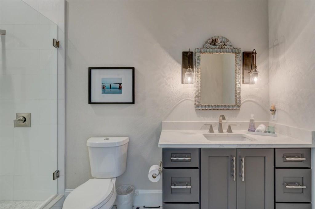 094-Bathroom.jpg