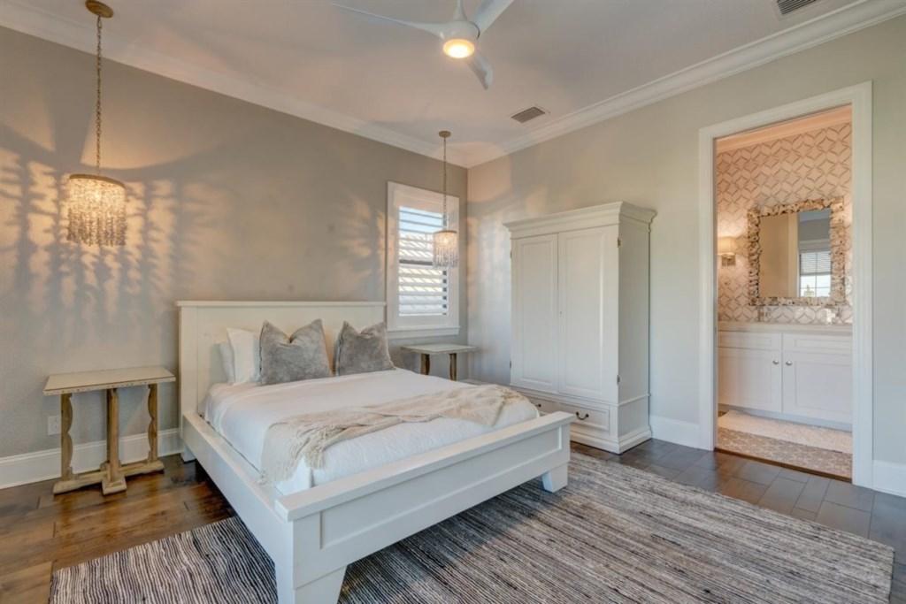 097-Bedroom.jpg