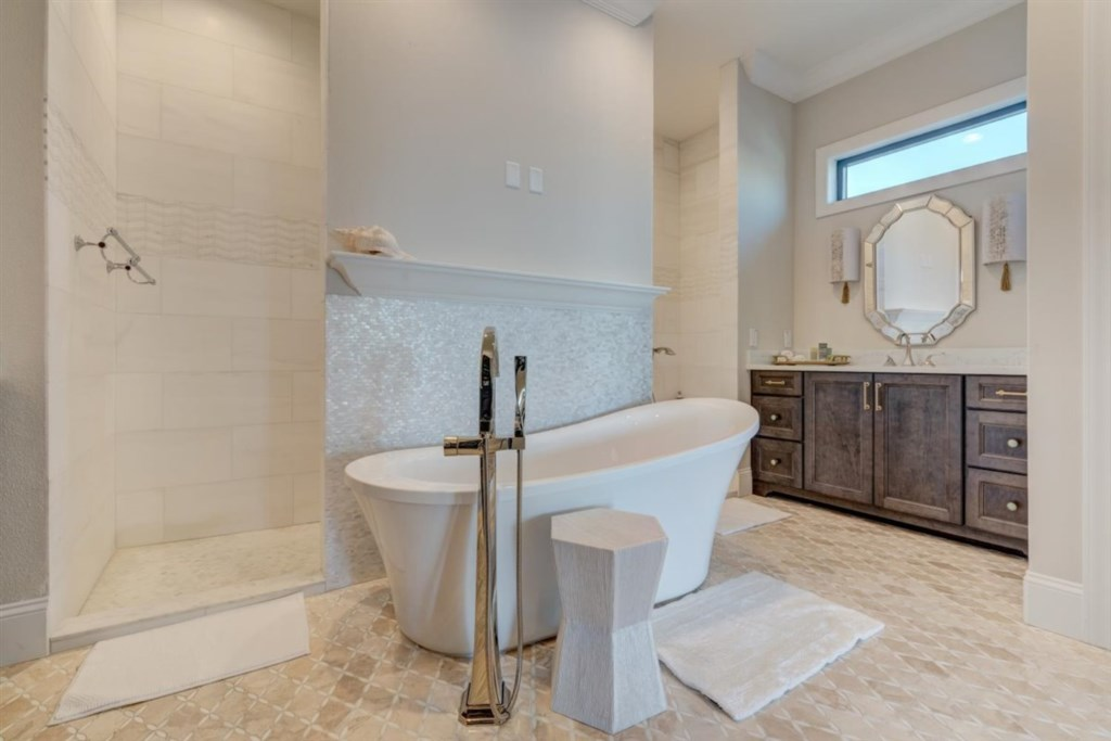117-Master Bathroom.jpg