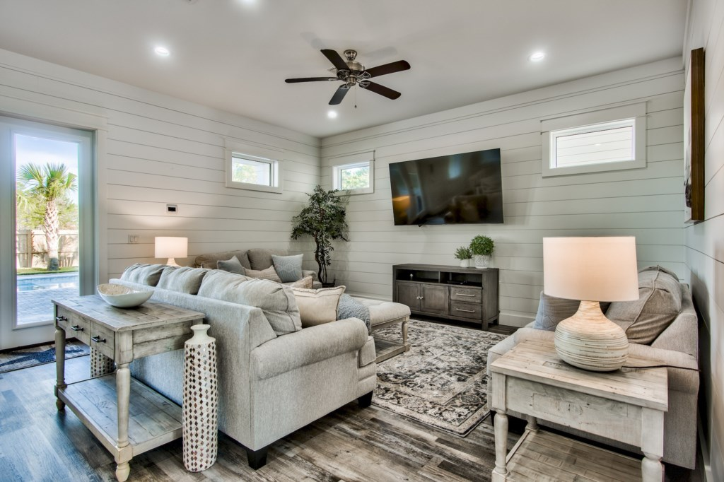 Open concept Living area ideal for large gatherings