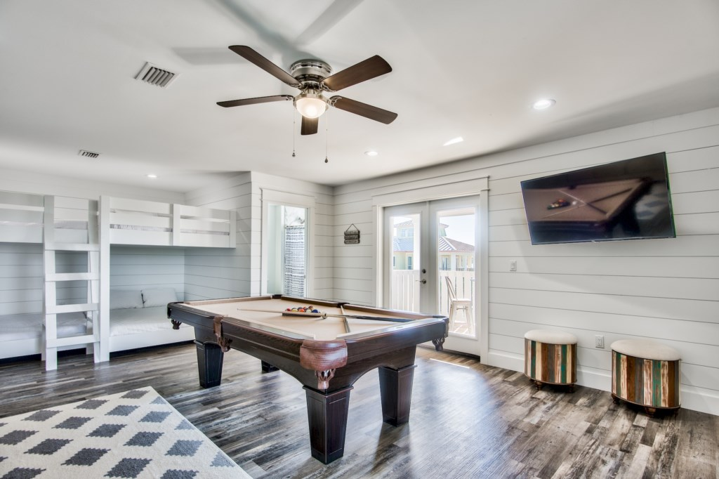 Large 3rd Floor Game Room with Pool Table and Pool access