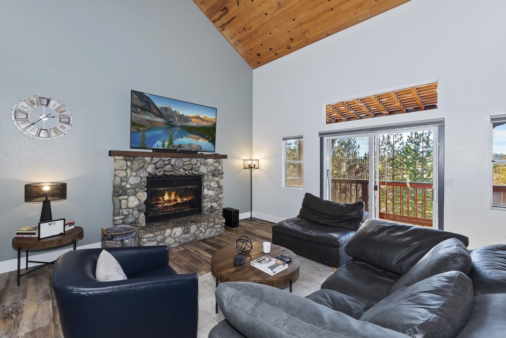 Living Room with Gas Wood Burning Fireplace, Cable TV and Roku