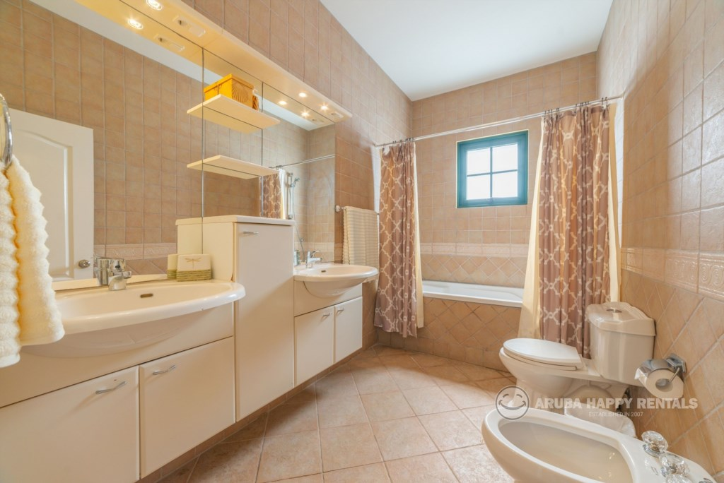 Bathroom 4 MV55.jpg