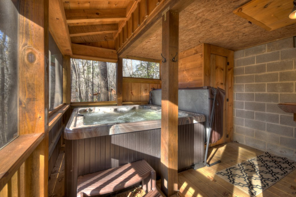 'my favorite feature was the hot tub - you can watch TV whlle soaking' - Review Brandon