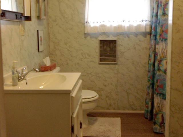 Bathroom.640x480
