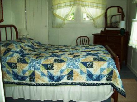 414_Oak_Bedroom_1_006
