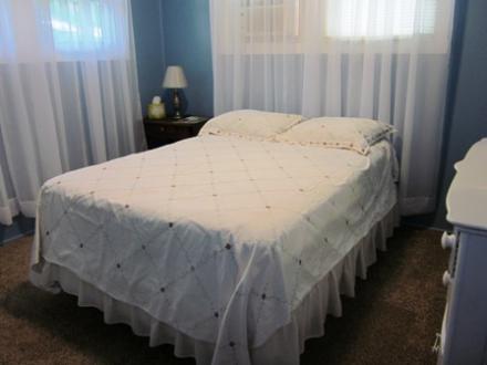 6.5.12_437_Cedar_Dnstairs_Bedroom030
