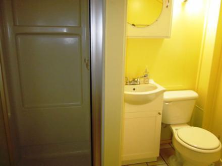 6.5.12_437_Cedar_Upstairs_Bathroom_032