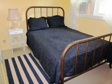 6.5.12_437_Cedar_Upstairs_Bedroom_033