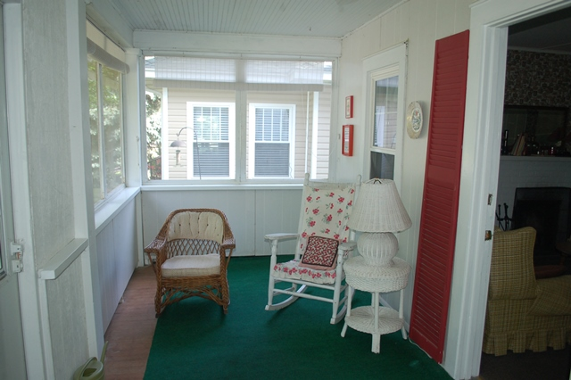 2015Lakeside409FrontPorch1