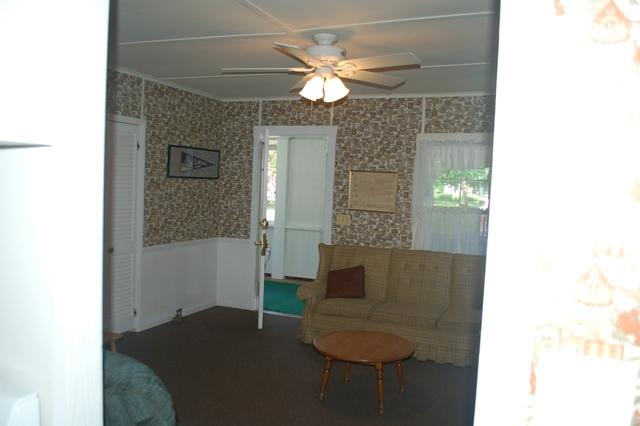 2015Lakeside409Livingroom1