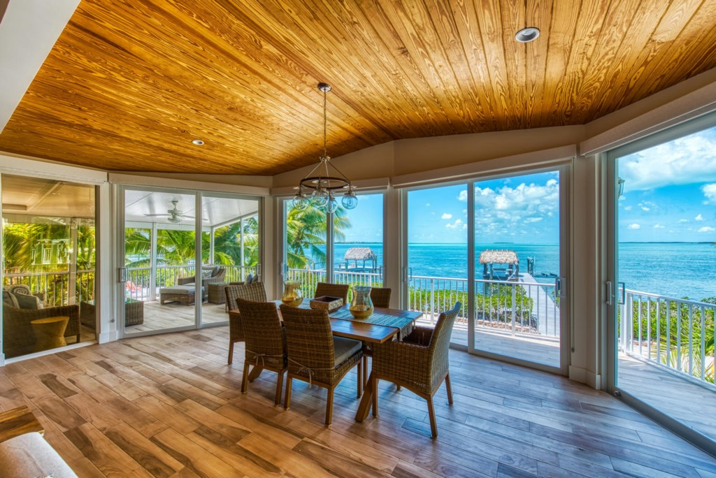 Lime-Key-Dining-Area-Oceanfront-View-Florida-Keys-Luxury-Rentals