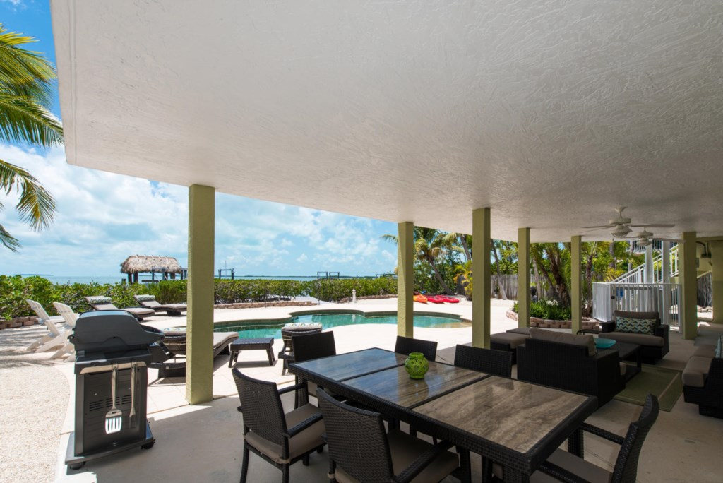 Lime-Key-Patio-Lounge-and-Dining-Area-Florida-Keys-Luxury-Rentals