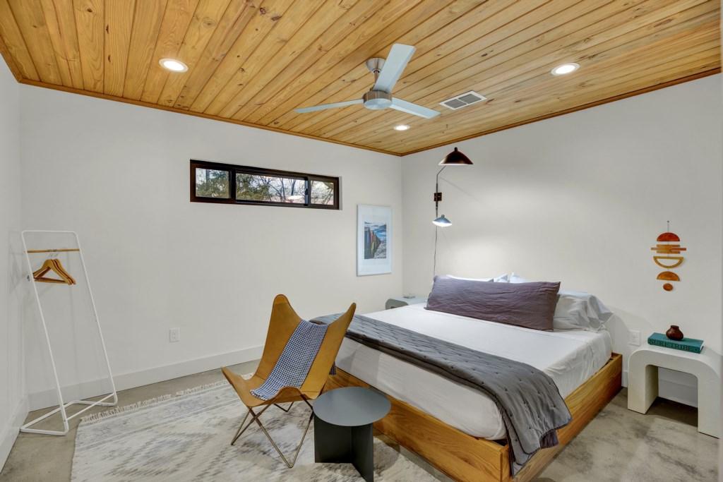 Back Cottage Bedroom Room Photo 2 of 2
