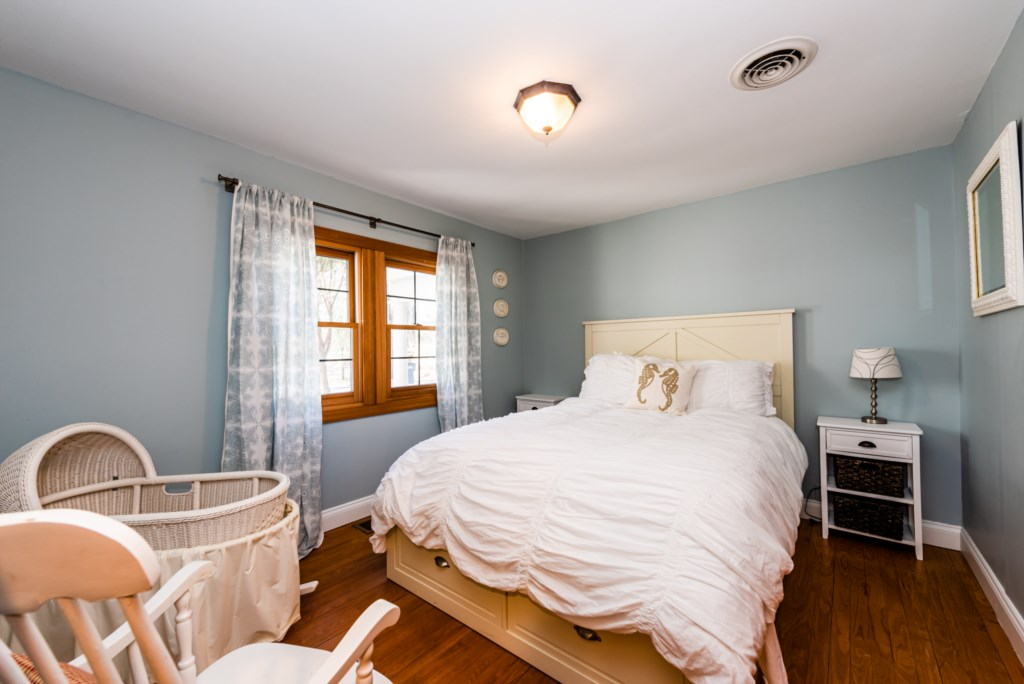 Bedroom #3 (Queen Bed & Bassinet)