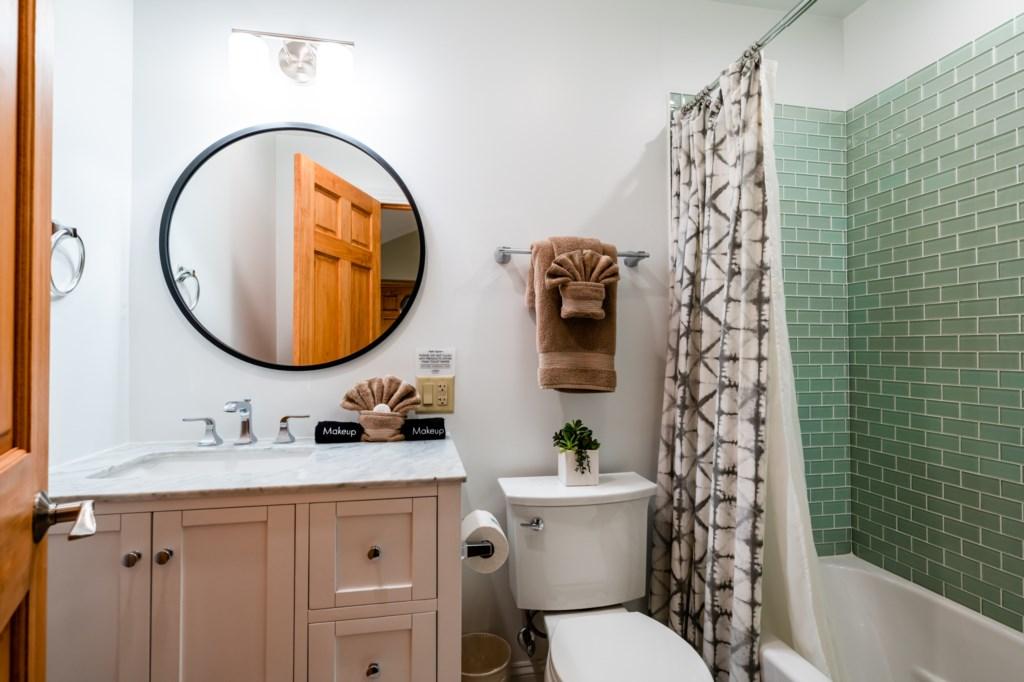 Bedroom #2 (En Suite Full Bathroom)