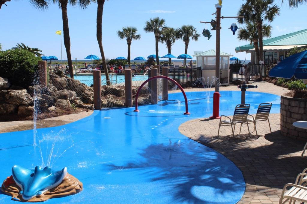 Splash pool for the kids.