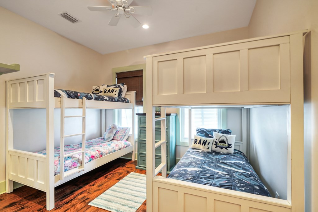 Guests Room w/ 2 Sets of Twin Bunks