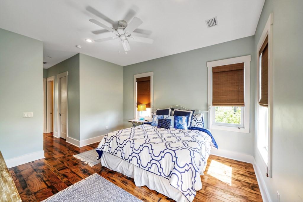 King, Master Bedroom