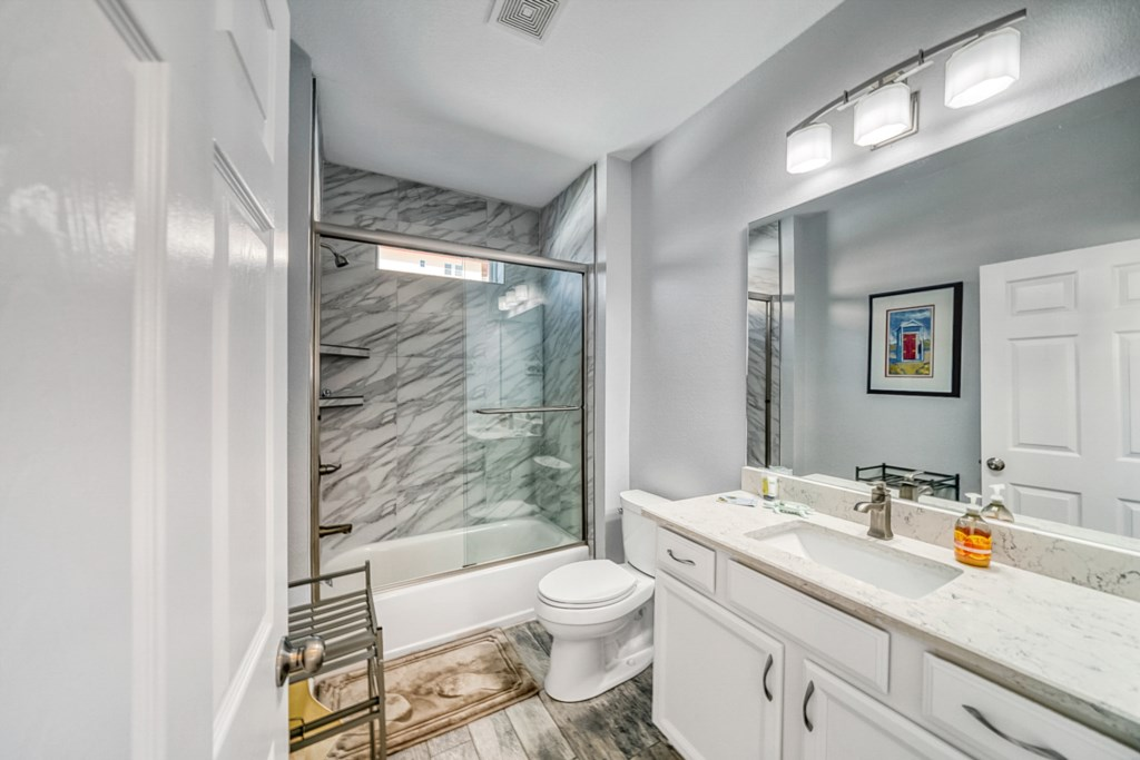 Guest Bath w/ Shower/Tub Combo