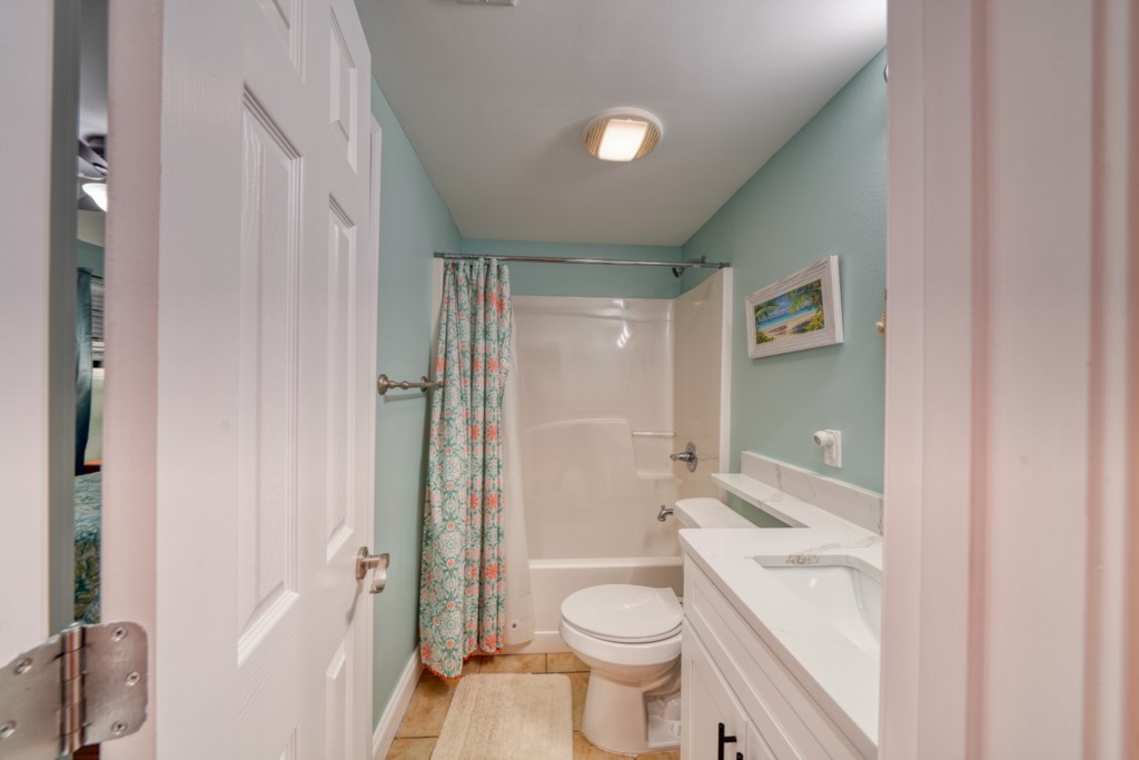 Gust bathroom with shower/tub combination