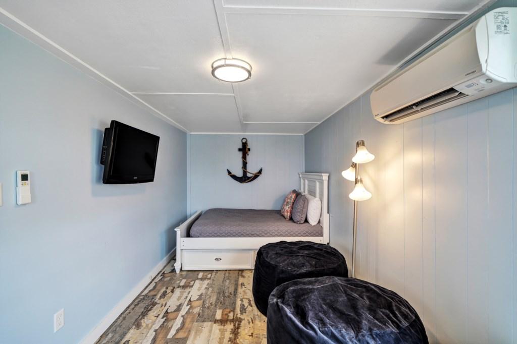 Bonus Room w/ Full & Twin Beds