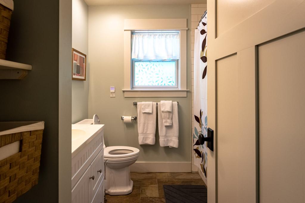 En Suite Full Bathroom For Bedroom #3