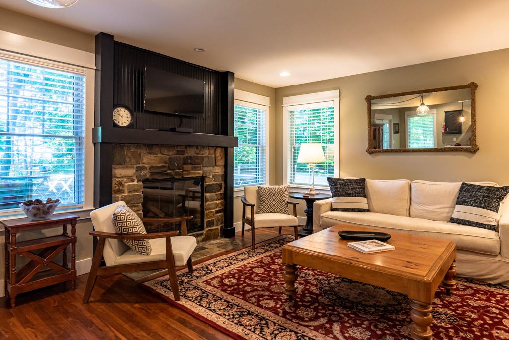 TV & Gas Fireplace