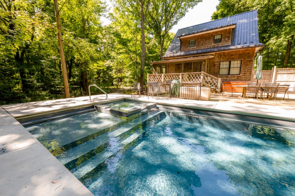 Private Heated Pool & Two Hot Tubs!