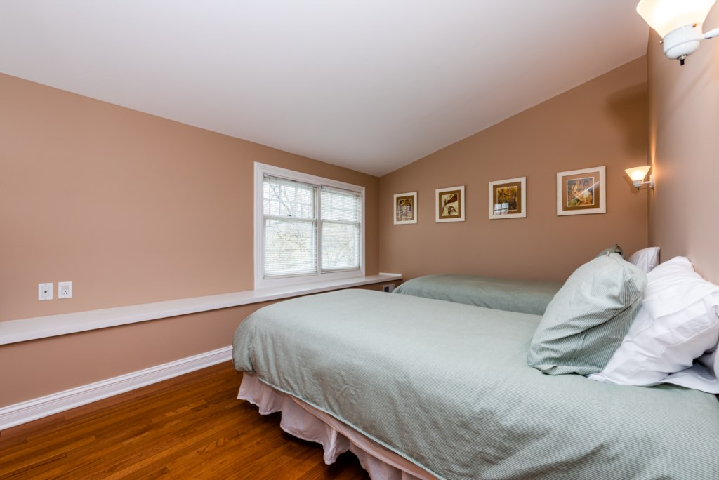 Bedroom #4 (Two Twins)