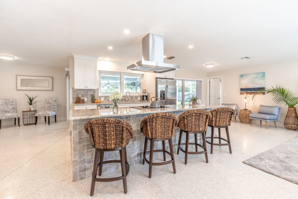 Extra dining space on the kitchen island