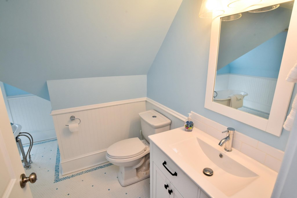 Third Floor Full Bath with Tub and Shower