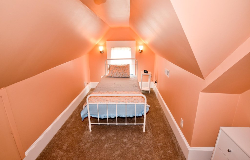 One of 3 Sleeping rooms on the 3rd floor. This one with Twin bed.