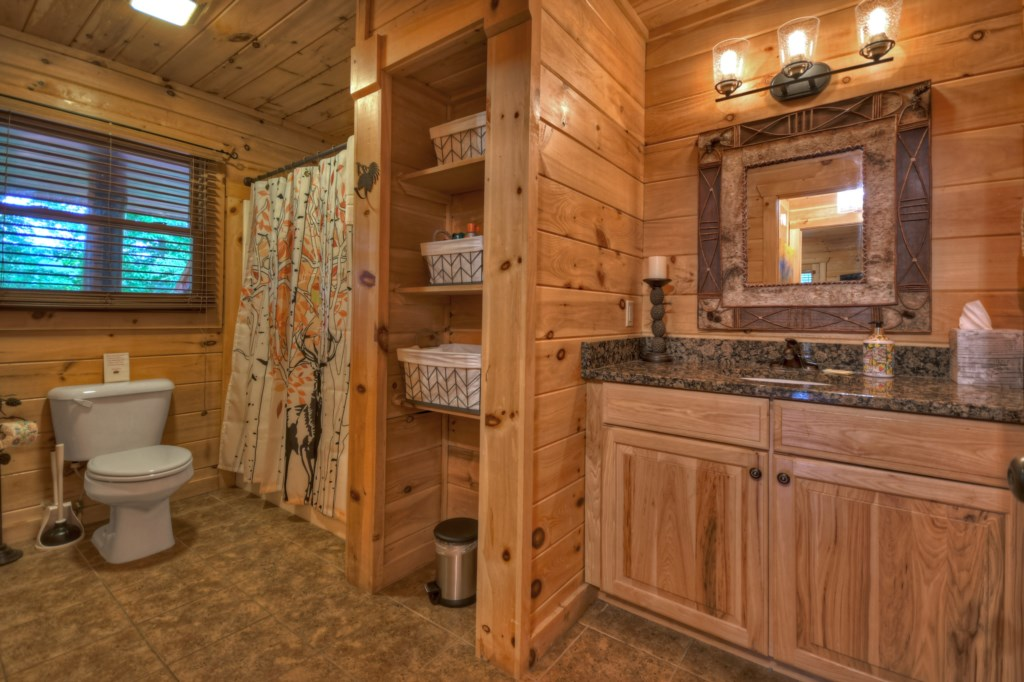Well equipped bathroom with lots of storage space