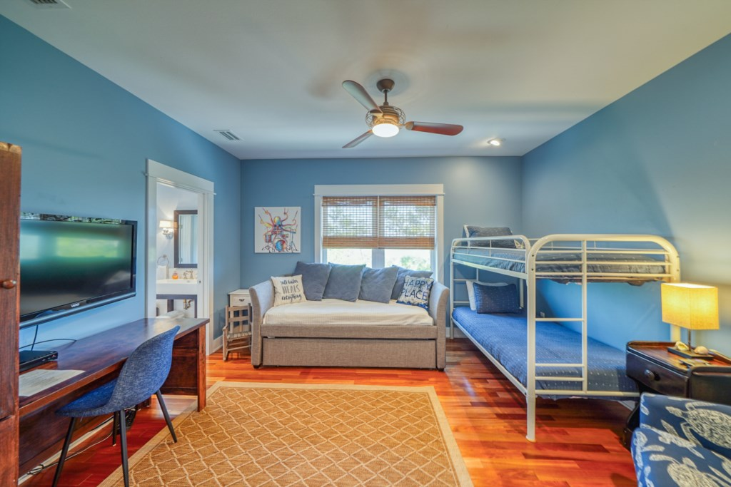 Guest room with 4 twins
