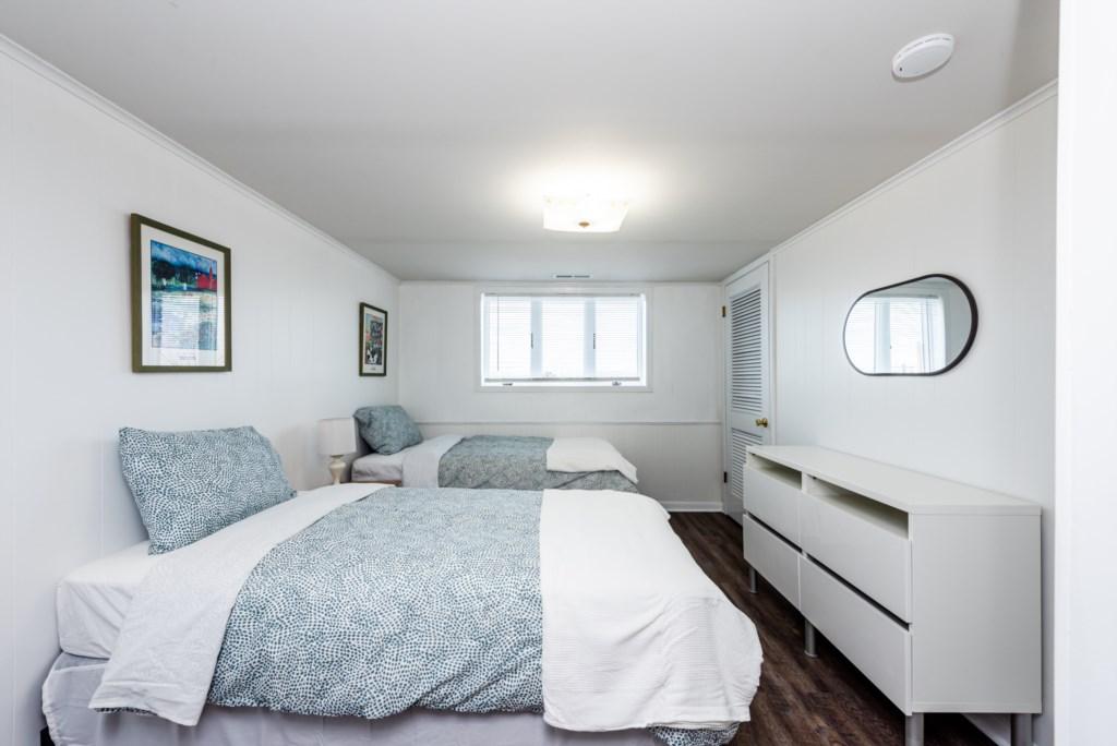 Bedroom #5 (2 Twins)