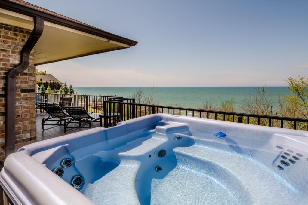 Hot Tub & Lake Views!
