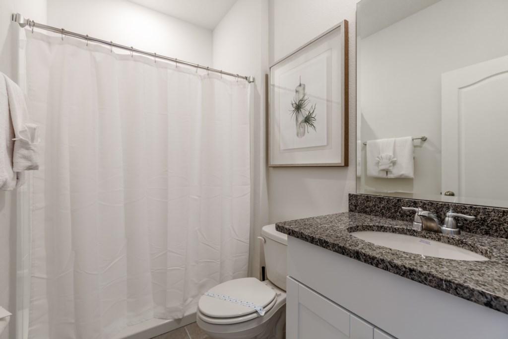 17_Bathroom_0721.jpg