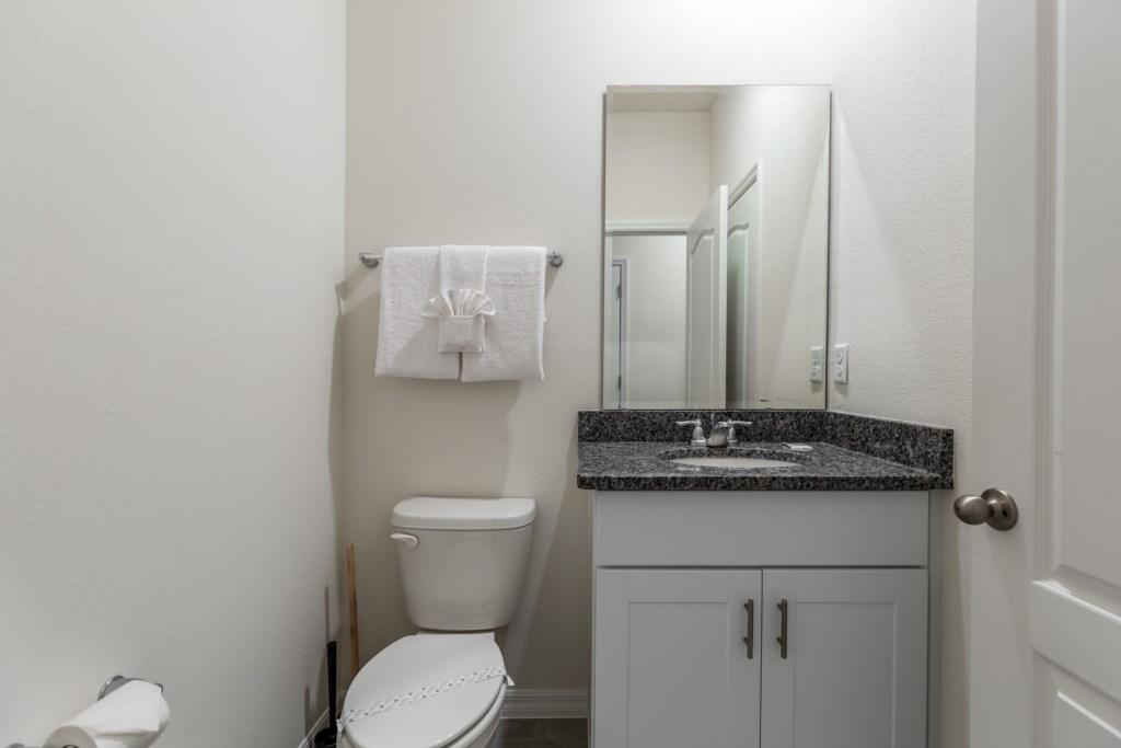 26_Bathroom_0721.jpg