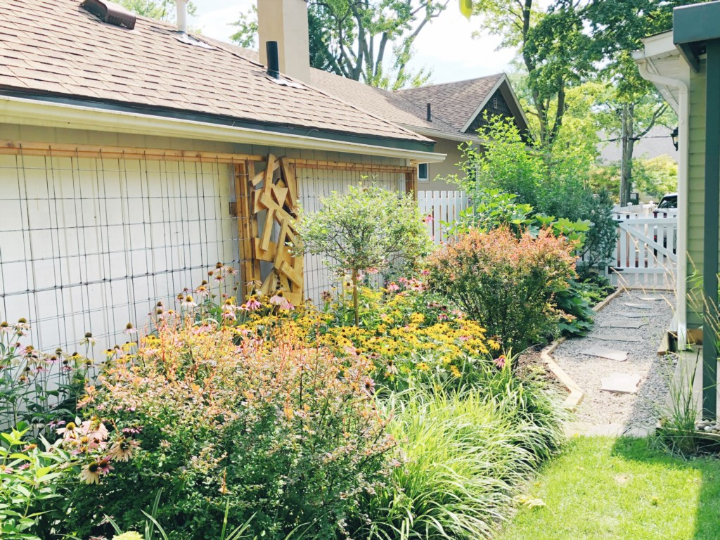 Beautiful private back garden - The Rosette House - Niagara-on-the-Lake