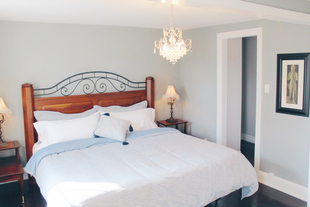 3 Bedrooms - King Bed, Queen Bed, and Two Twin Beds - The Rosette House - Niagara-on-the-Lake