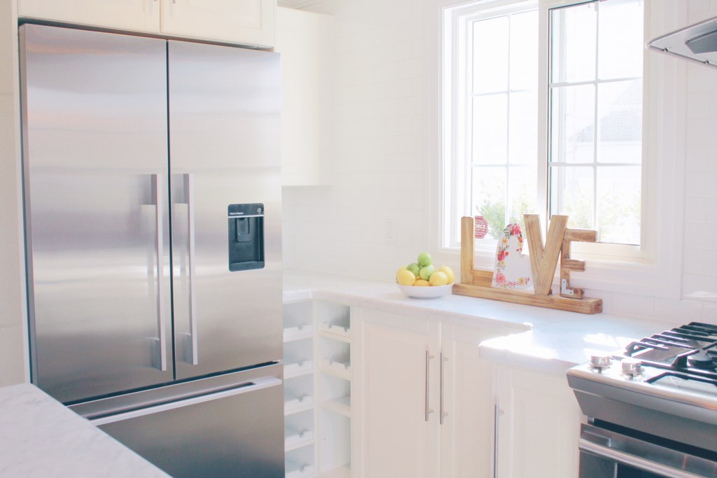 Large fridge to store groceries or leftovers from local restaurants - The Rosette House - Niagara-on
