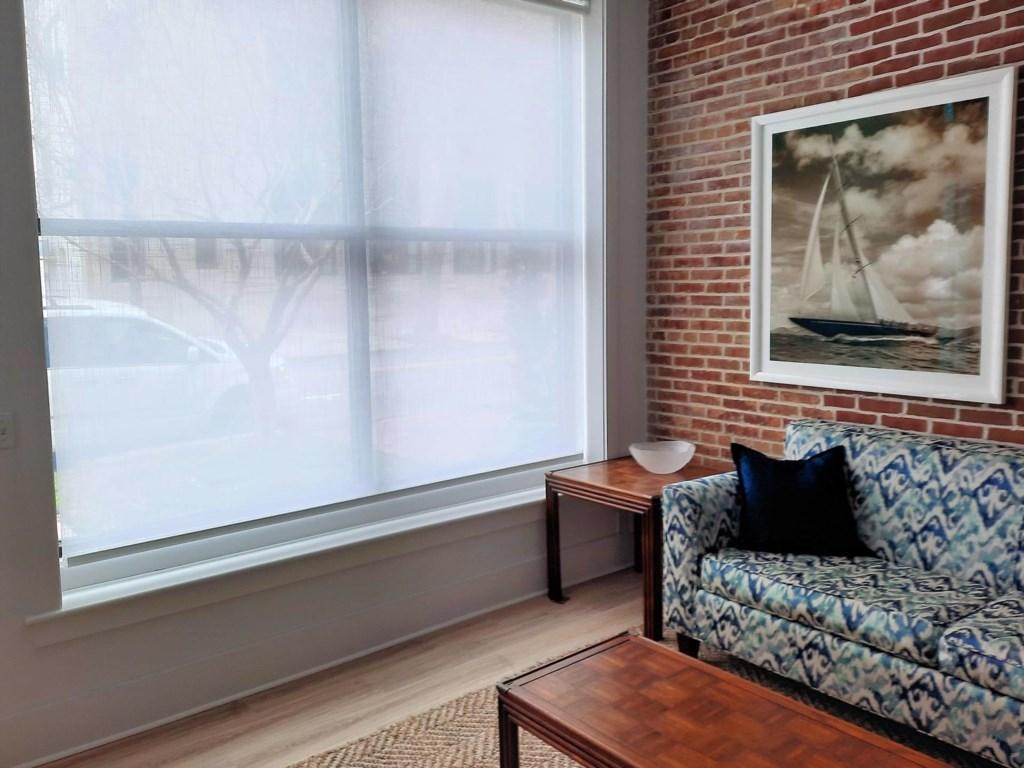 Bay Dreamer 1A Living Room 1